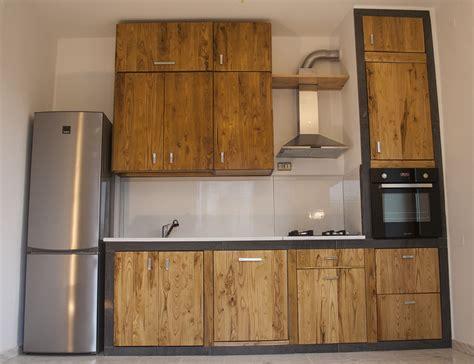 cucina in pietra lavica legno e pietra lavica smaltata
