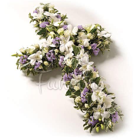 fiori funerale croce funebre di gigli e fiori fiori funerale