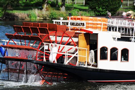thames river cruise and hotel henley on thames river cruise with free flowing gin and