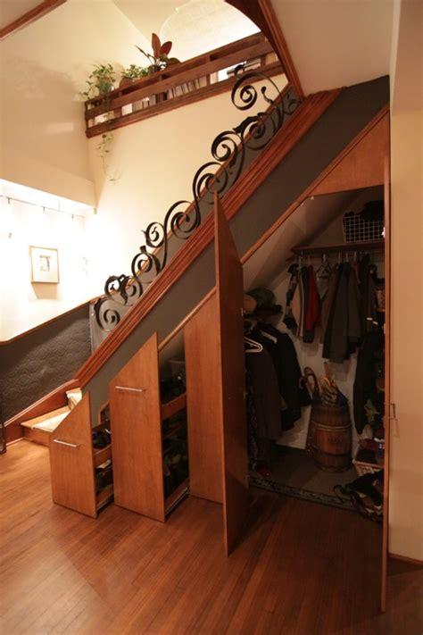 garde robe sous escalier