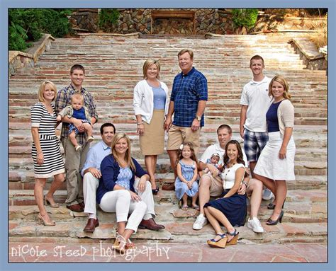 picture ideas for families cute extended family pose what to wear for family photos