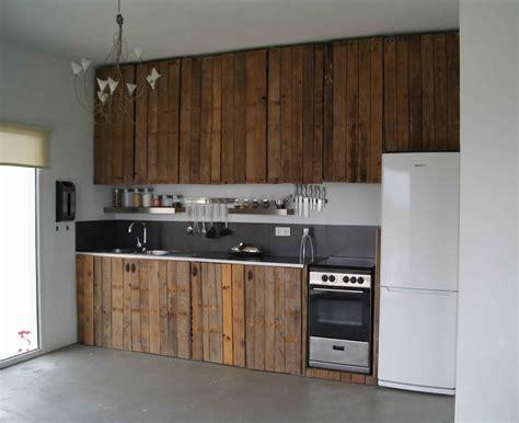 cuisine 駲uip馥 en bois meuble de cuisine en palette de bois mzaol com