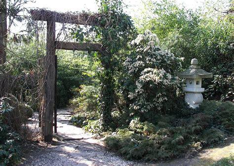 japanische teezeremonie teehausgarten eingang holztor
