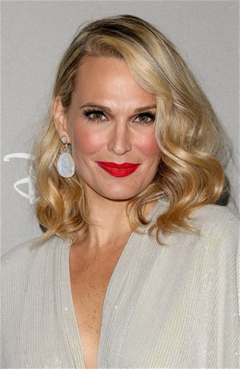 molly sims chin length for thin fine hair fierce medium length hairstyles hottest celebrity