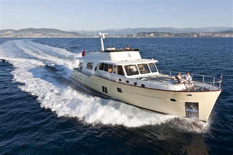 boat hire fort lauderdale vicem 78 cruiser us premiere at fort lauderdale boat show