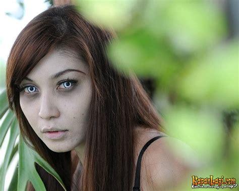 download film horor indonesia eyang kubur hantu hantu cantik film eyang kubur terpesona atau takut