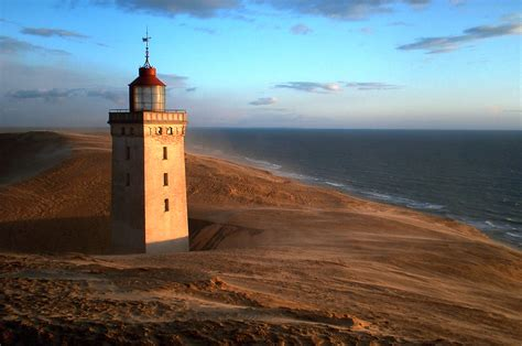 leuchtturm le file lighthouse rubjerg knude jpg wikimedia commons