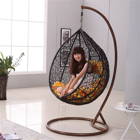 Hanging Ceiling Chair by Chairs That Hang From The Ceiling Homesfeed
