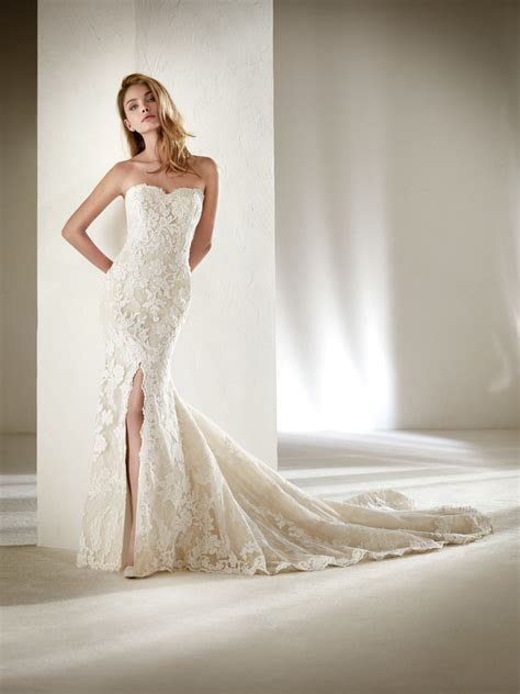 Petite Wedding Dresses & Bridal Gowns   Petite Collection
