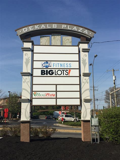 multi tenant pylon shopping center signs forman signs