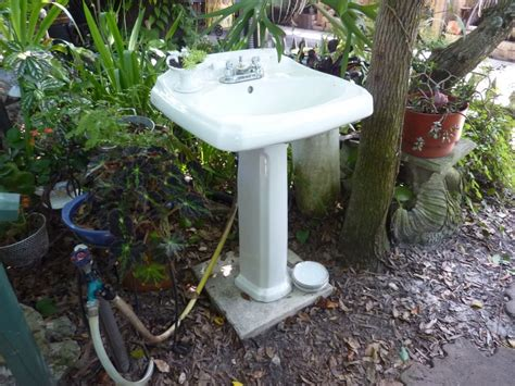 how to clear outdoor kitchen sink 132 best images about potting benches and outdoor sinks on