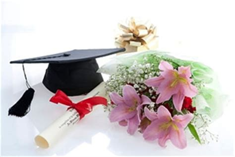 fiori si regalano alla laurea fiori per laurea vendita consegna gratis