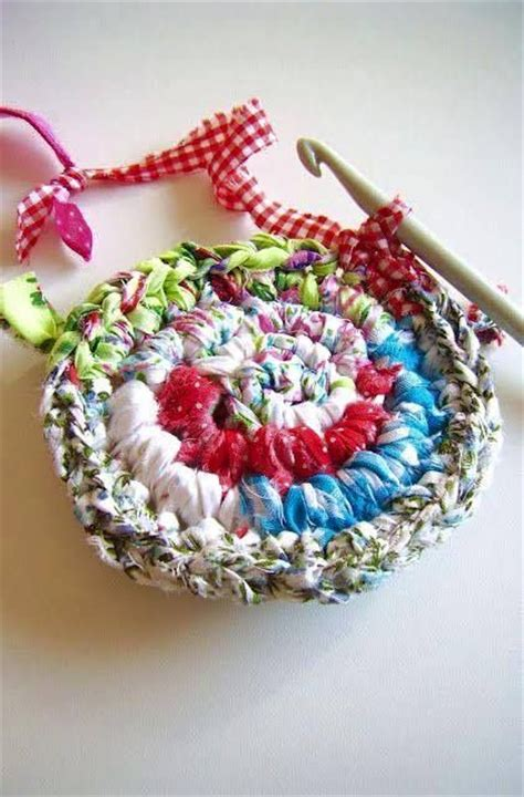 how to crochet rugs from strips of fabric fabric strips rag rugs and rugs on