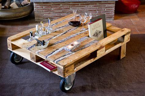 tavoli fatti con bancali un tavolo da un bancale riciclato con inserti in mosaico
