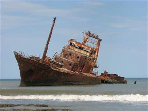 un barco un naufragio porque a mi los relatos de 1eso a ya son de 3eso a curso 2012 2013