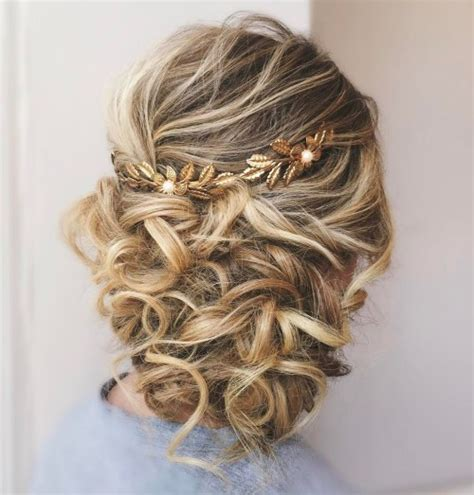Wedding Hairstyles Updos With Curls by 20 Soft And Sweet Wedding Hairstyles For Curly Hair 2018