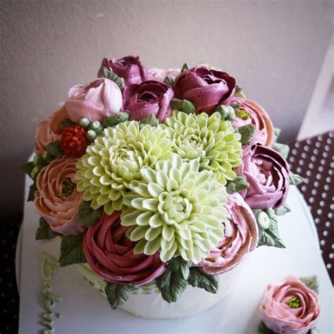 Cake Decorating Flowers Buttercream by 17 Ideas About Buttercream Flower Cake On