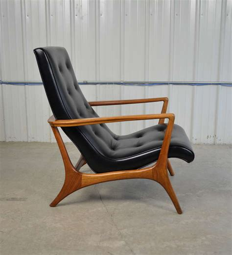 mid century leather chair mid century modern walnut and leather lounge chair at 1stdibs