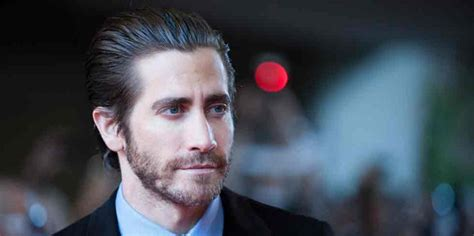 film everest actors jake gyllenhaal looks ripped in first southpaw image