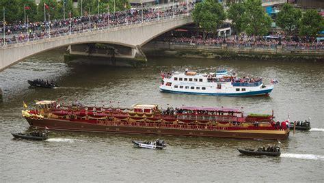thames jubilee river queen elizabeth ii photos photos diamond jubilee