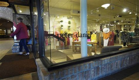 ice house mall barrington s peter daniel store closing after 28 years downtown dailyherald com