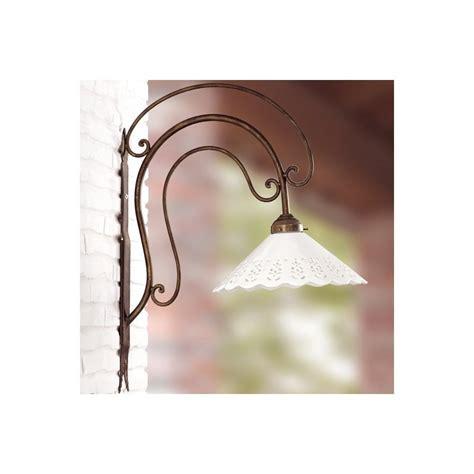 applique da parete in ferro battuto applique lada da parete in ferro battuto con piatto in