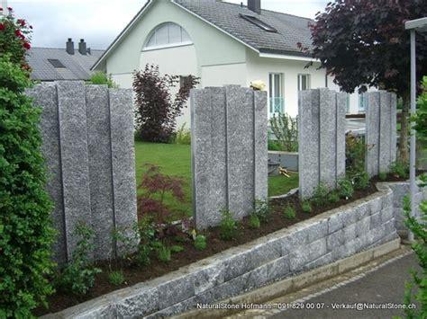 gartengestaltung granit stelen palisaden aus tessiner granit
