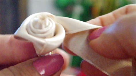 come fare fiori con nastro di raso come fare una rosa con nastro di raso