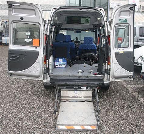 auto usate per disabili con pedana vendo doblo tetto alto trasporto disabili usato con pedana