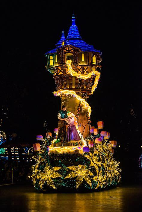 dreamlights disneys  night parade disney tourist blog