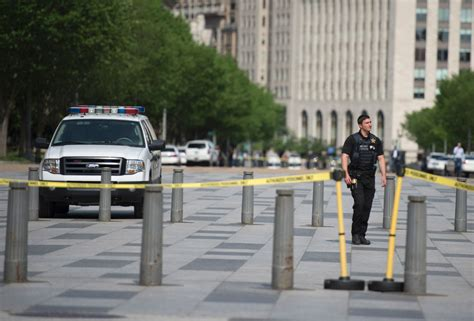 shooting at the white house man shot outside white house remains in critical condition toronto star