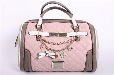 Guess Tas Amour Roze gues roze tassen guess vg345509 gewoon mooi en roze search