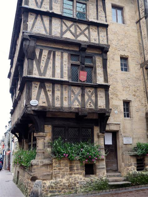 wanddurchbruch tragende wand bayeux cobbled streets half timbered buildings a