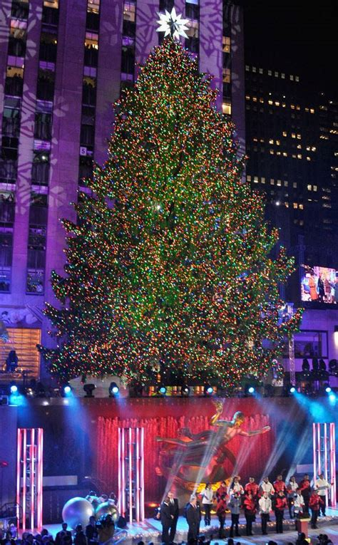 Rockefeller Center Christmas Tree Lighting Is A Smash Hit Lighting Of Tree Nyc 2014