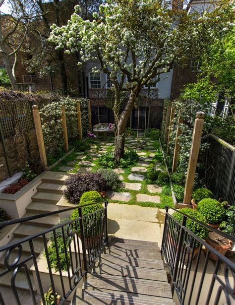 ideas for small gardens the 25 best ideas about small gardens on pinterest