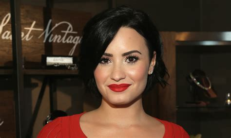 demi lovato lips tattoo demi lovato responds to artist s claims