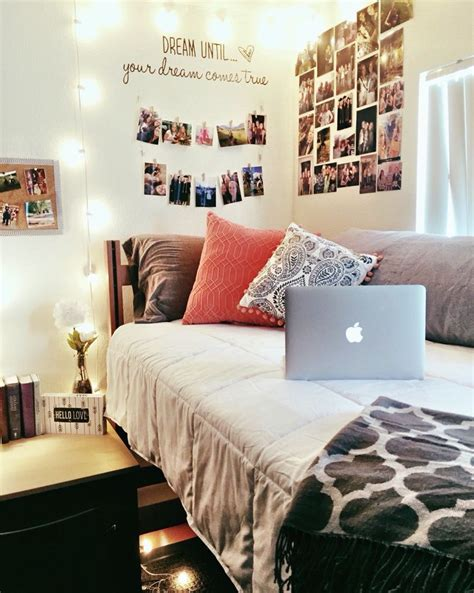 College Room Decor 25 Best Ideas About Room Pictures On Picture Collages Photo Walls