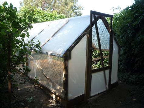 how to build a green home home made 5 dollar greenhouse serre en r 233 cup invernadero con palets reciclados