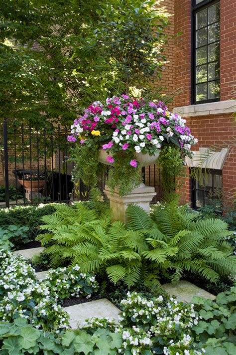 Planter Inc Chicago by Lincoln Park Chicago Il Residence A Traditional Landscape Chicago By Zelst Inc