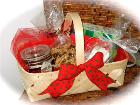 Awesome Kids Christmas Goodie Bags #7: Holiday-gift-baskets.jpg