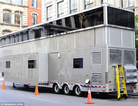 film semi usa x factor usa even will smith s 53ft trailer isn t big