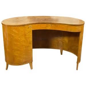 Kidney Shaped Desks Gorgeous Kidney Shaped Desk At 1stdibs