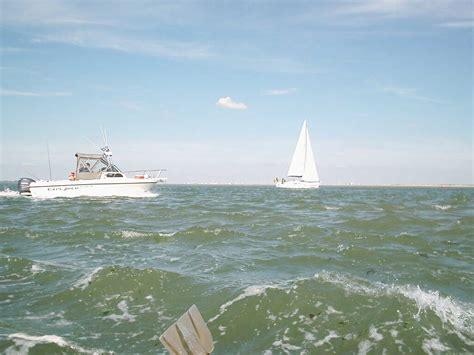 opblaasbaar bootje met motor bootje varen tot aan de zee