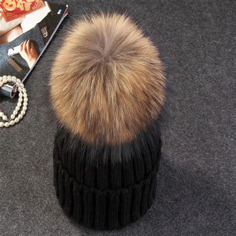 kupluk winter wanita model pom pom black