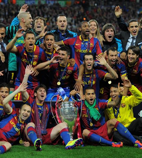 barcelona fc wikipedia indonesia bird of paradise aka cendrawasih flying photo picture from
