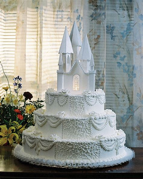 Castle Wedding Cake by A Memorable Wedding Day With Castle Wedding Cakes