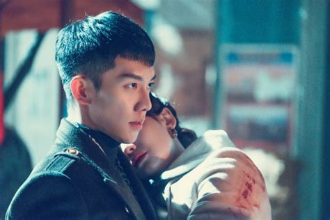 lee seung gi oh yeon seo soompi lee seung gi holds oh yeon seo in his arms in new quot hwayugi