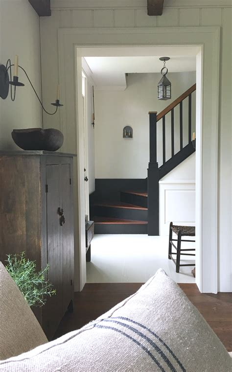 love  simple farmhouse style  house entryway
