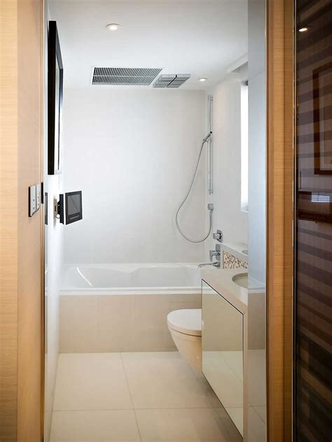 make it to the bathroom 7 small bathroom design tips to make it feels better