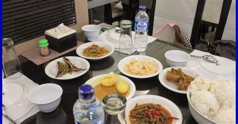 Meja Makan Di Medan tedi di medan makan di restoran ayam pop